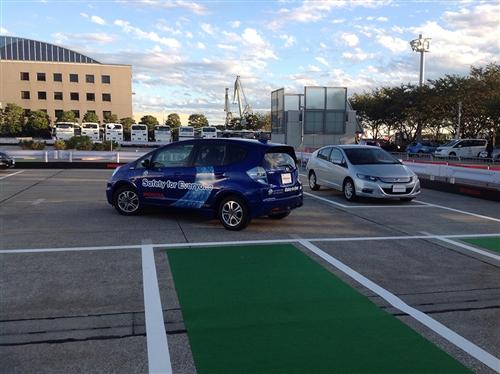 自転車の 車 自動運転 駐車 : 自動運転車をデモ、自動で駐車 ...